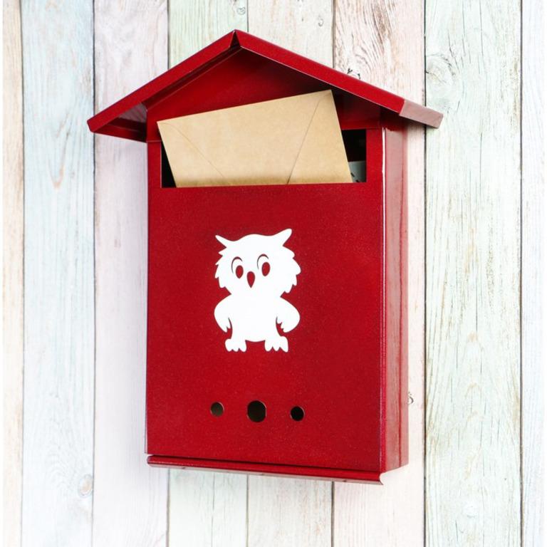 Купить почтовый ящик с замком-щеколдой в виде домика вишневый