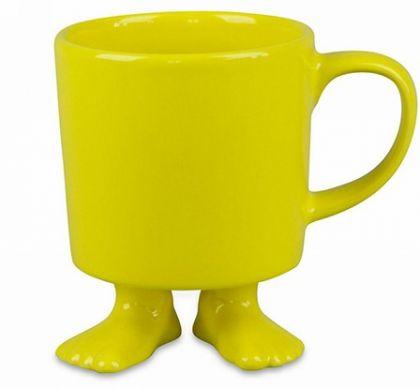 Кружка желтого цвета на ножках