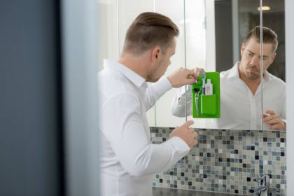 Органайзер для бритвы и зубной пасты силиконовый, зеленый, 14 x 4 x 21 см